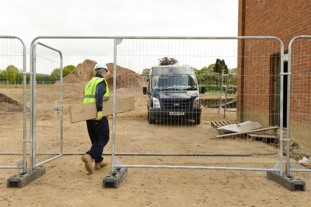Køb byggepladshegn, mobilhegn og afspærringshegn med anti climb. Danmarks måske billigste priser