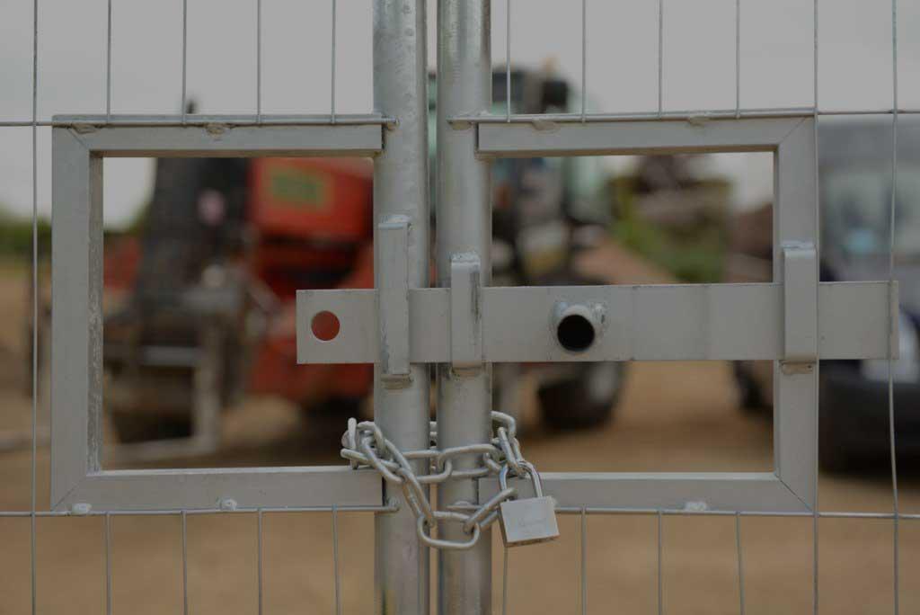 Mobilhegn.-Øg-sikkerheden-med-tilbehør-til-dit-byggepladshegn.-PIT-Hegn